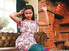 Solo Teen Shows Her Ass